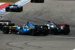 Fernando Alonso superar a Jenson Button y Pedro de la Rosa