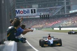 Timo Glock franchit la ligne pour gagner la course