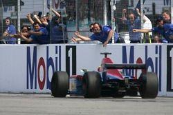 Timo Glock gagne la course