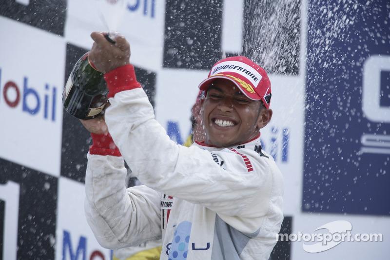Lewis Hamilton 3rd, sprays champagne