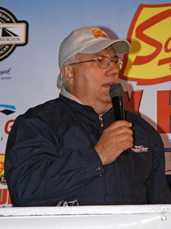 Mike Paz announcing at victory lane
