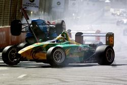 Start: Simon Pagenaud involved in the crash