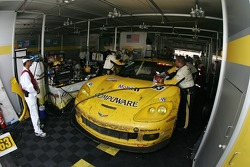 #63 Corvette Racing Corvette C6-R: Ron Fellows, Johnny O'Connell, Max Papis retournent au stand