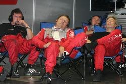 Les membres de l'équipe Audi Sport Team Joest