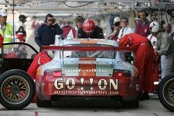 Arrêt au stand pour #73 Ice Pol Racing Team Porsche GT3 RSR: Yves-Emmanuel Lambert, Christian Lefort, Romain Iannetta
