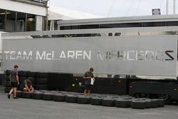 Instalación de equipo McLaren Mercedes para el fin de semana