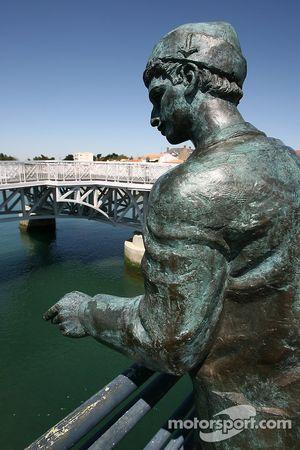 Visit of Vendée: a statue in Saint-Gilles-Croix-de-Vie