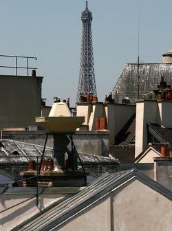 Les toits de Paris et la Tour Eiffel