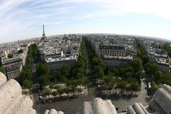 Une vue depuis le sommet de l'Arc de Triomphe: vers le Sud en direction de la Tour Eiffel