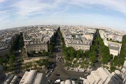Une vue depuis le sommet de l'Arc de Triomphe: vers le Sud et Montmartre