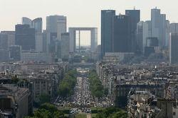 Une vue depuis le sommet de l'Arc de Triomphe: La Défense