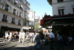 Une rue animée à Saint-Germain-des-Prés