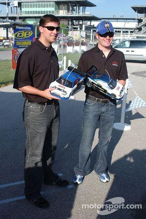 Le challenge des voitures RC: Denny Hamlin et Brian Vickers