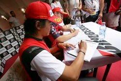 Hiroki Yoshimoto signe la campagne Make Roads Safe