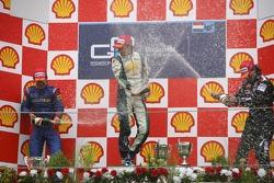 Podium: le vainqueur de la course Nelson A. Piquet avec Timo Glock et Giorgio Pantano
