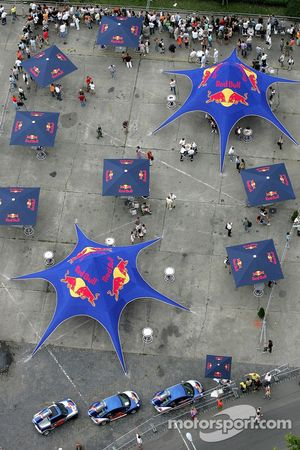 Red Bull Show Run Budapest: Red Bull sombrillas y coches