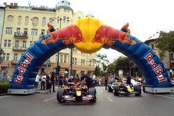 Running bulls rendez-vous Budapest: Cars, Neel Jani ve Robert Doornbos