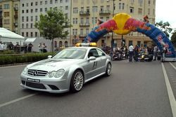 Running bulls rendez-vous Budapest: Güvenlik Aracı ve Cars, Neel Jani ve Robert Doornbos