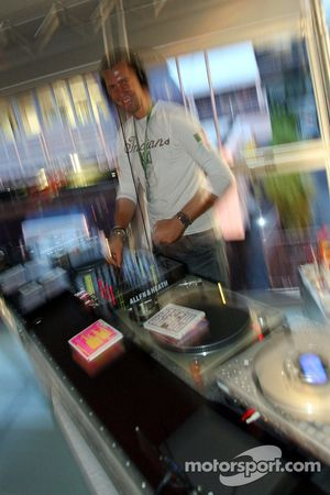 Chilled Thursday at the Red Bull Energy Station: the disc jockey