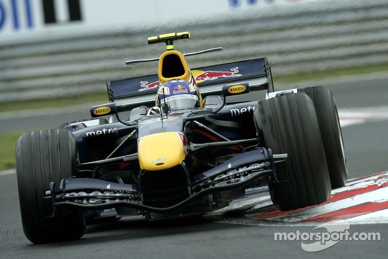 Robert Doornbos reed in 2006 de laatste drie races van het seizoen voor Red Bull Racing. Wie verving hij?
