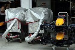 Red Bull Racing tank installation, nose cones ve ön kanats, ve RB2
