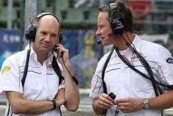 Director técnico Adrian Newey y team manager Jonathan Wheatley