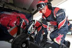 Scuderia Toro Rosso pit ekibi
