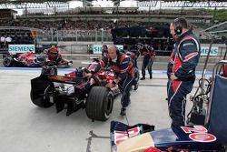 Vitantonio Liuzzi pushed back into the garage
