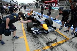 David Coulthard exercises a pitstop