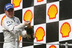 Podium: champagne for Nick Heidfeld