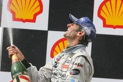 Podium: champagne for Pedro de la Rosa