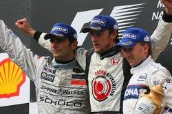 Podium: Sieger Jenson Button mit Pedro de la Rosa und Nick Heidfeld