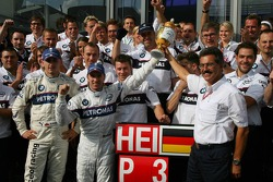 Nick Heidfeld celebrate 3rd place finish with Robert Kubica, Dr. Mario Theissen and BMW Sauber F1 team members