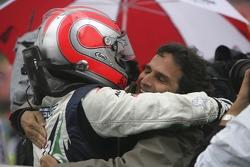 Le vainqueur de la course Nelson A. Piquet avec son père Nelson Piquet