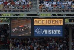 Accident pour Elliott Sadler
