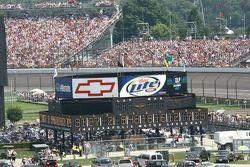 Une foule immense attend la course