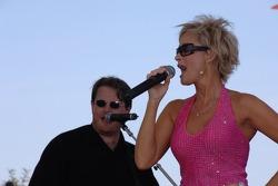 Lorrie Morgan chante