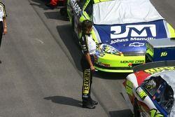 Un employé de la NASCAR Nextel Cup