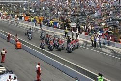 Ddes patrouilles de police d'Indianapolis avant la course