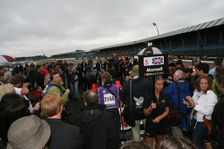 Nigel Mansell attracts a crowd