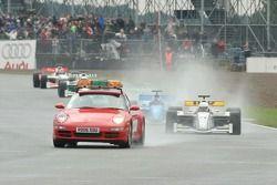 Автомобиль безопасности ведет за собой участников гонки GP Masters