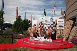Le Grand Prix de Miss Denver et sa cour