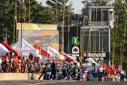 #12 Fernandez Racing Pontiac Riley de Lowe: Adrian Fernandez, Mario Haberfeld dans les stands pour d
