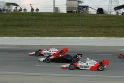 Helio Castroneves, Marty Roth et Sam Hornish Jr.