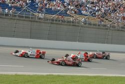 Sam Hornish Jr., Dan Wheldon et Helio Castroneves