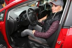 Seat Leon Supercopa photoshoot: Cora Schumacher gets the keys of her new Seat Leon