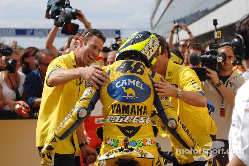 Valentino Rossi celebra segundo lugar final