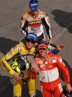 Podium: le vainqueur Loris Capirossi avec Valentino Rossi et Dani Pedrosa