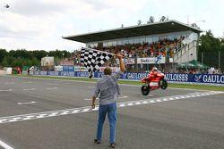 Loris Capirossi vince la gara a Brno