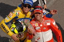 Podium: le vainqueur Loris Capirossi avec Valentino Rossi